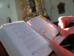 Knappe Notizen helfen die Karten den Gottesdienst intensiver zu erleben und im Alltag aus dem Glauben zu leben.